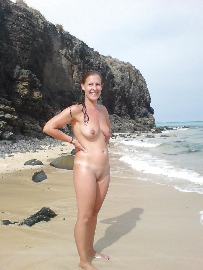 Natural tits on the beach-9769