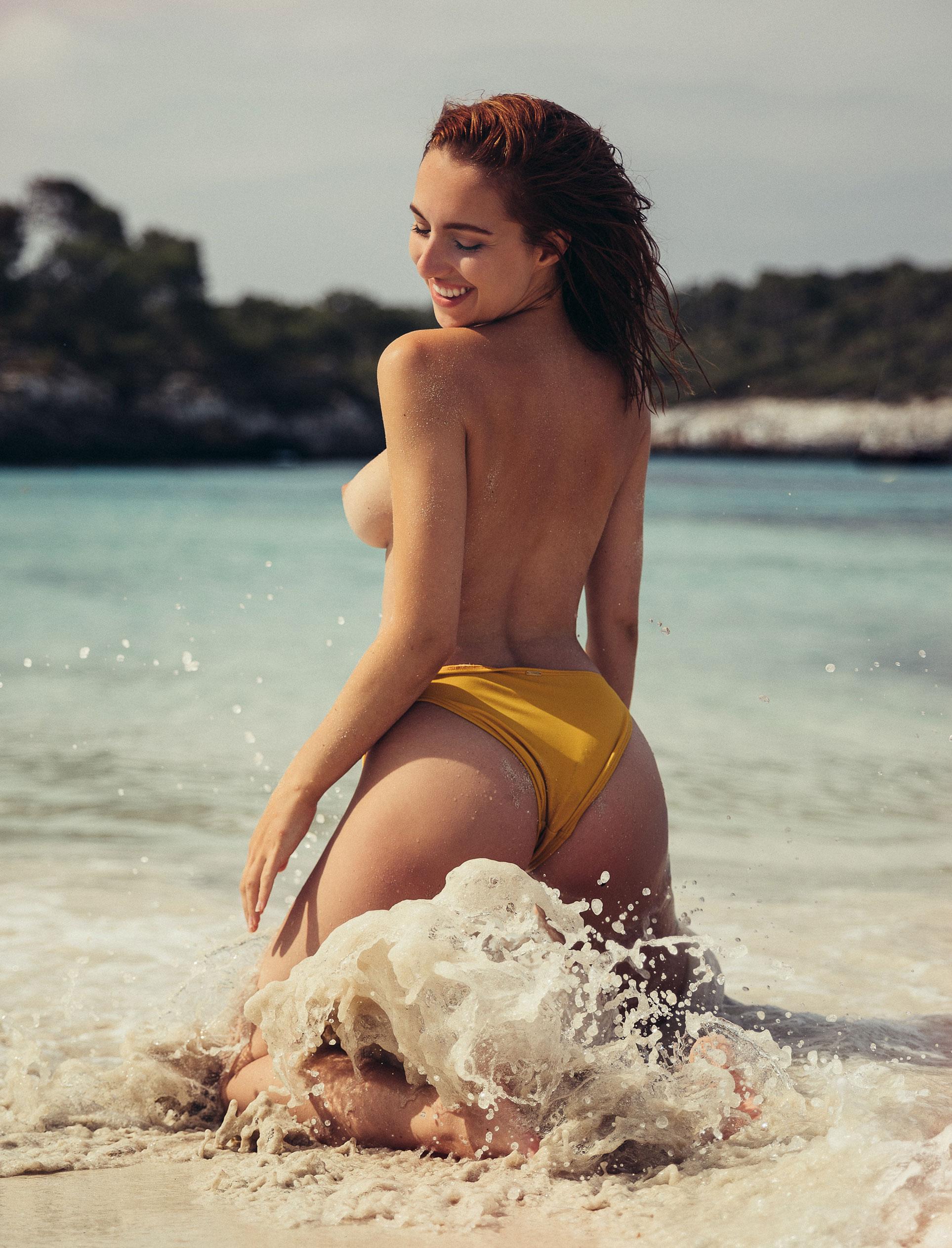 голая София на пляже / фото 13