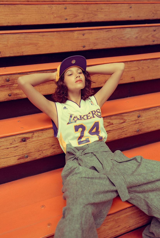 симуляция баскетбола НБА в исполнении фотомодели Синди / фото 12