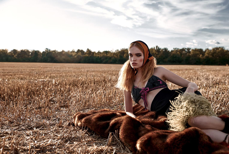 Модница в пшеничном поле / Луиза Бьянчин / фото 01