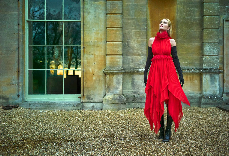Royal Par Excellence / Rosie Huntington-Whiteley by Mariano Vivanco / Harpers Bazaar Arabia april 2018