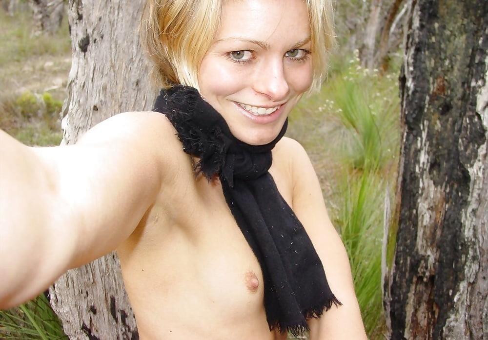 Naked girl taking selfie-3553