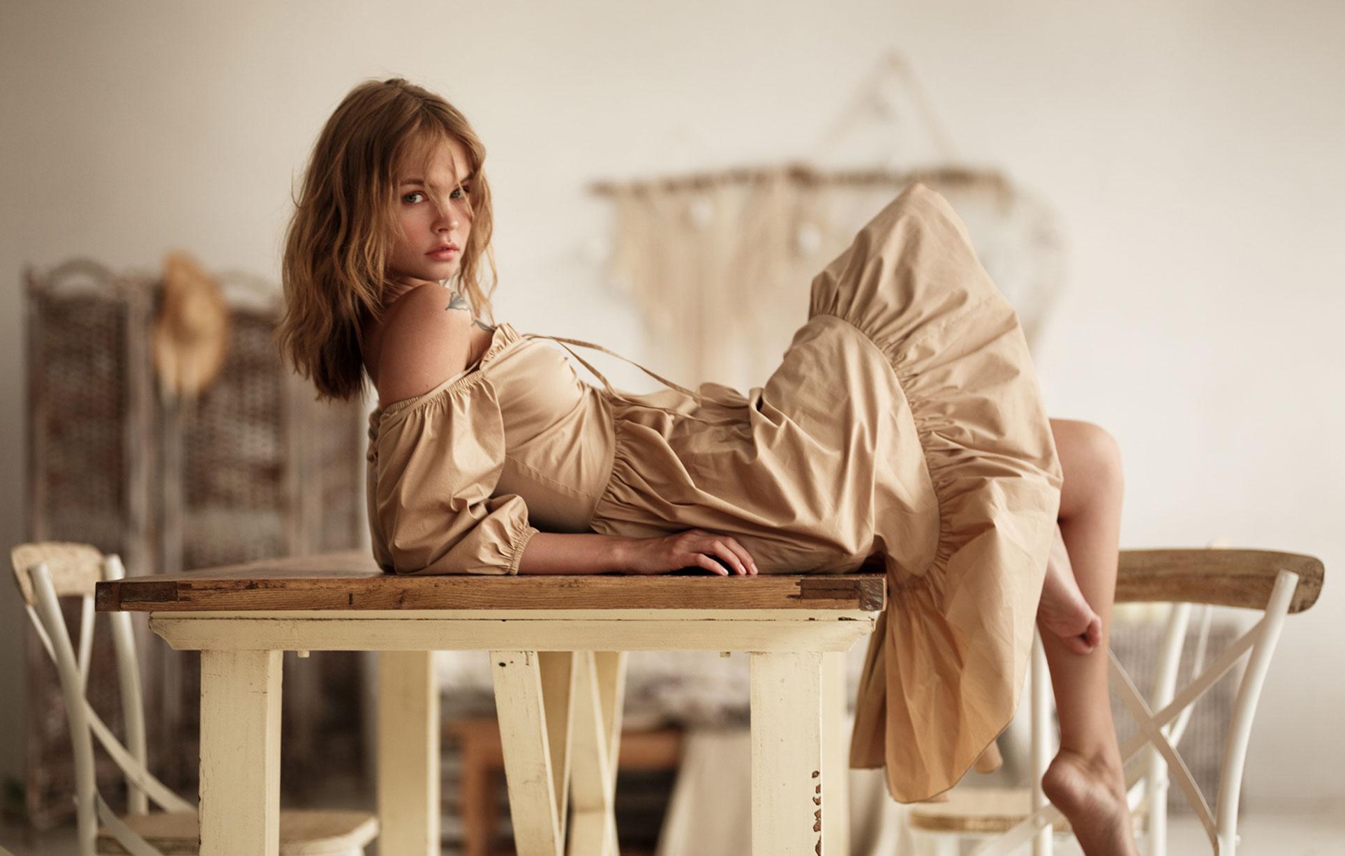 Анастасия Щеглова скучает в одиночестве дома / фото 01