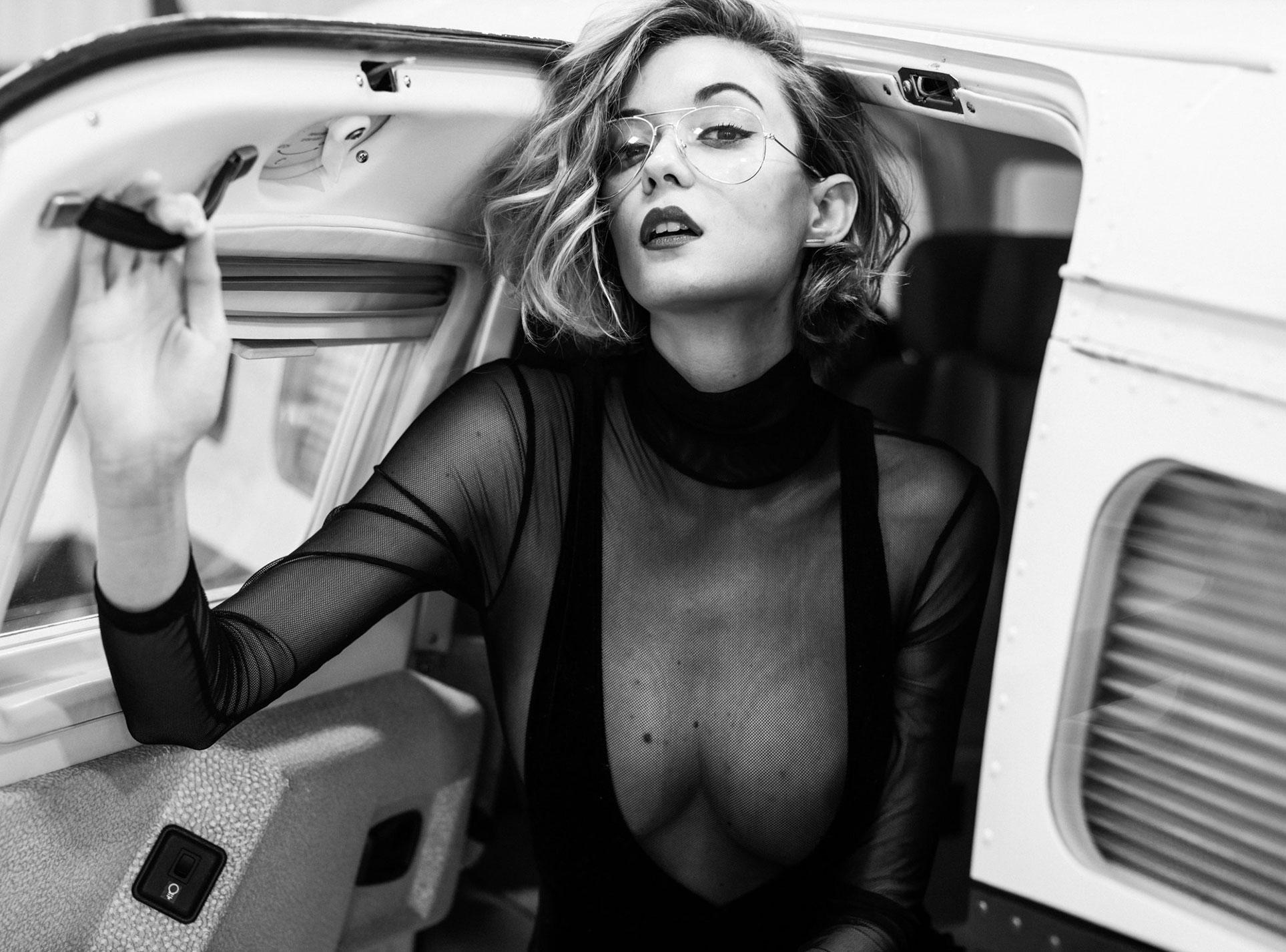 сексуальная угонщица самолета Анна-Лиза / фото 09
