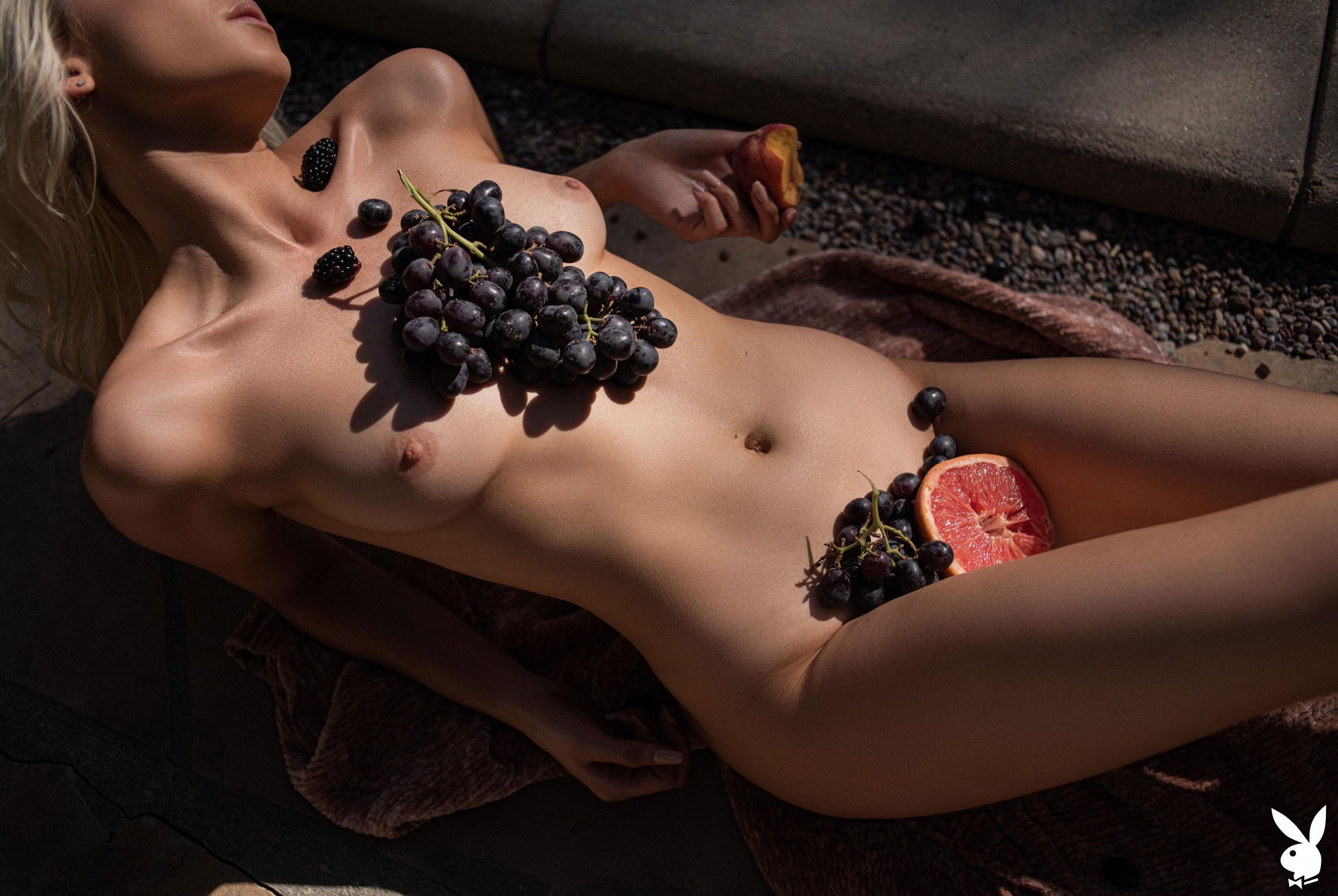 Томительный летний день с сексуальной Эмили Энн Миллер / фото 22