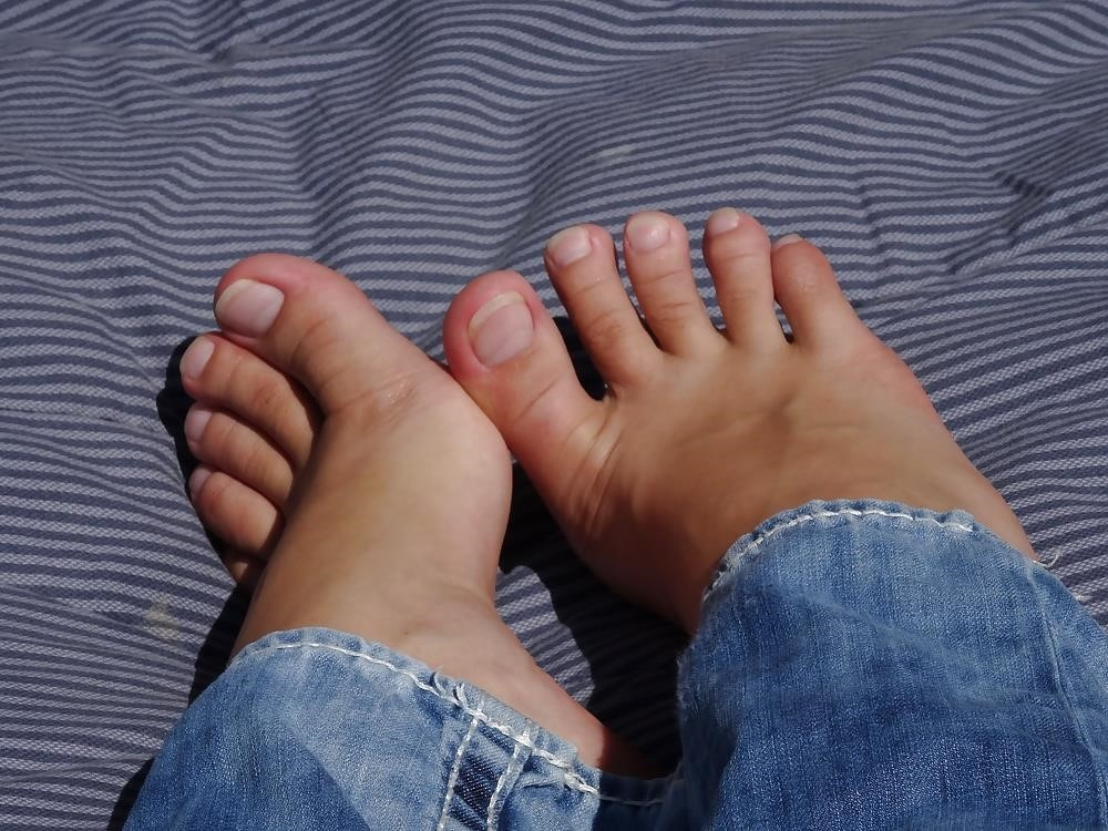 Sniffing feet fetish-5387