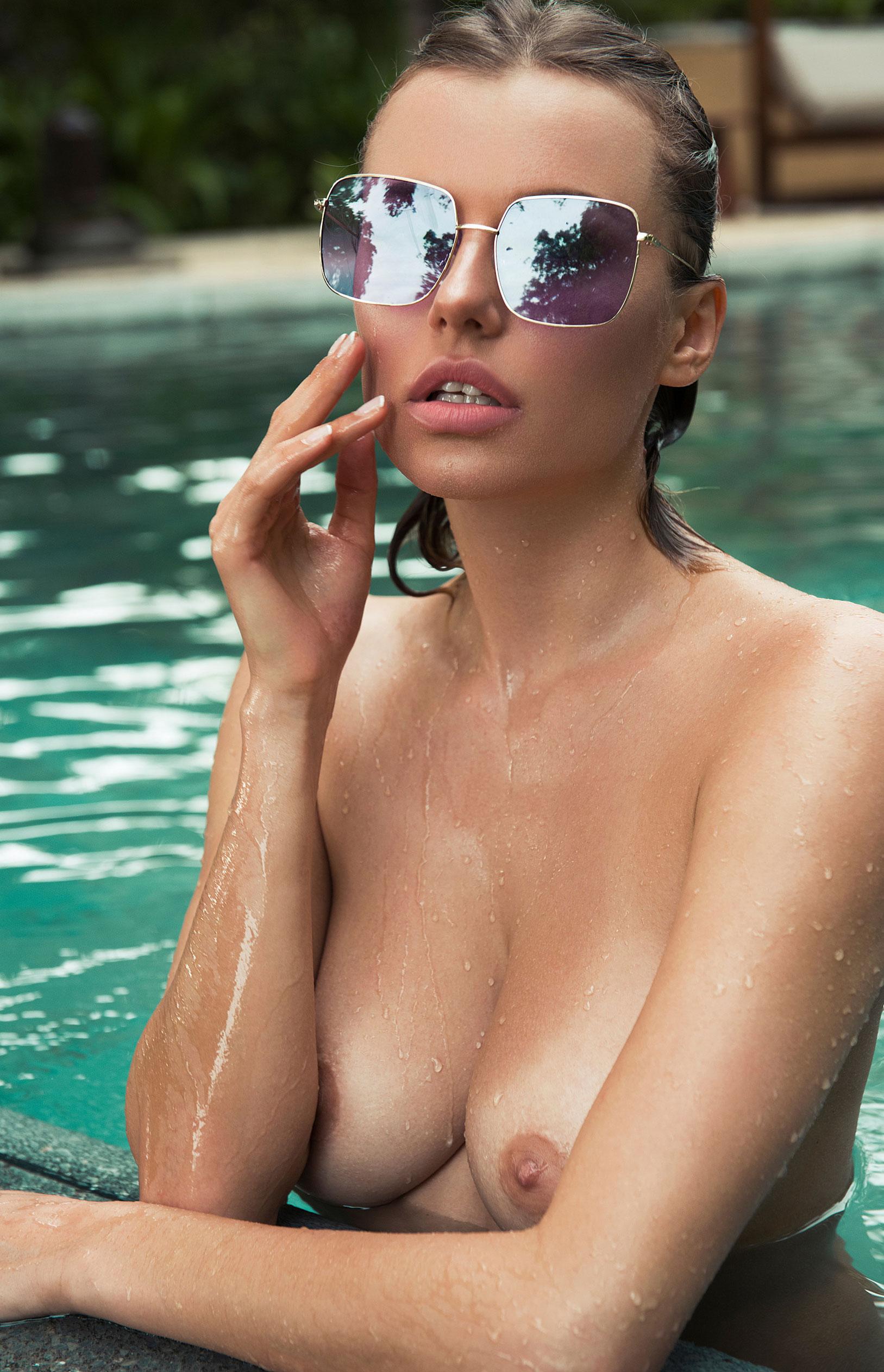 голая Ольга де Мар в бассейне / фото 10
