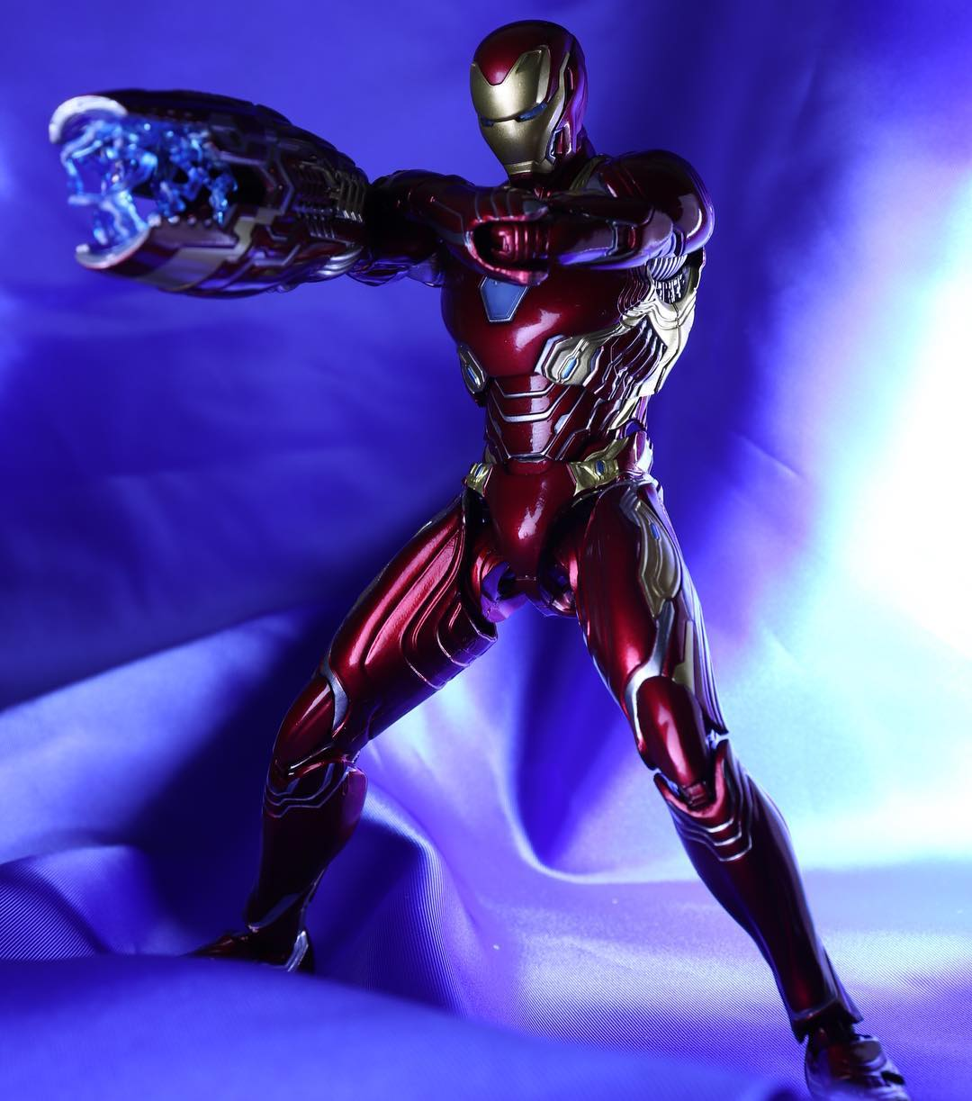 Iron Man (S.H.Figuarts) - Page 16 Us8oDs9G_o