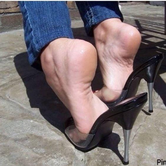 Sexy women feet porn-9598
