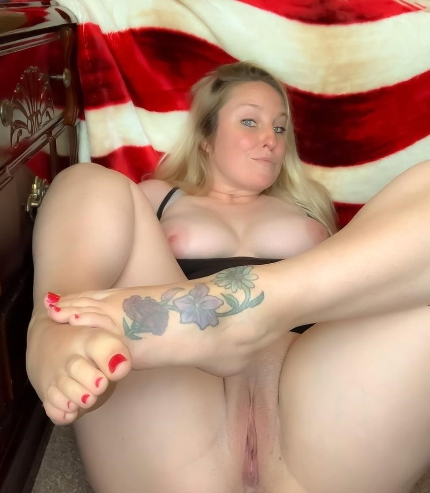 Curvy blonde milf pics-4502