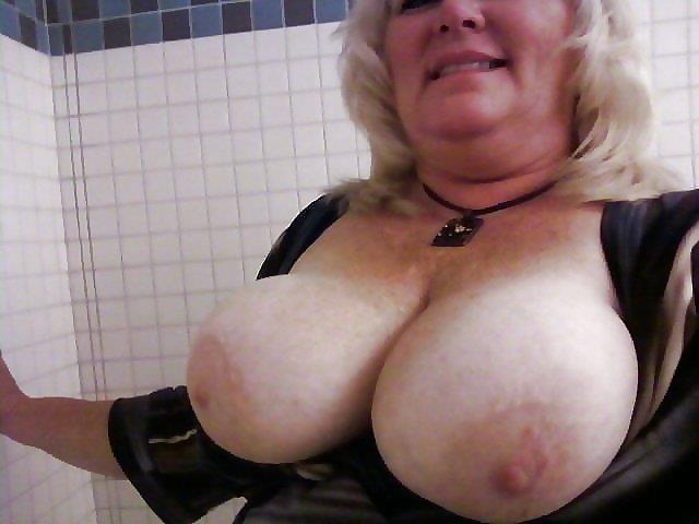 Nude granny big boobs-9258