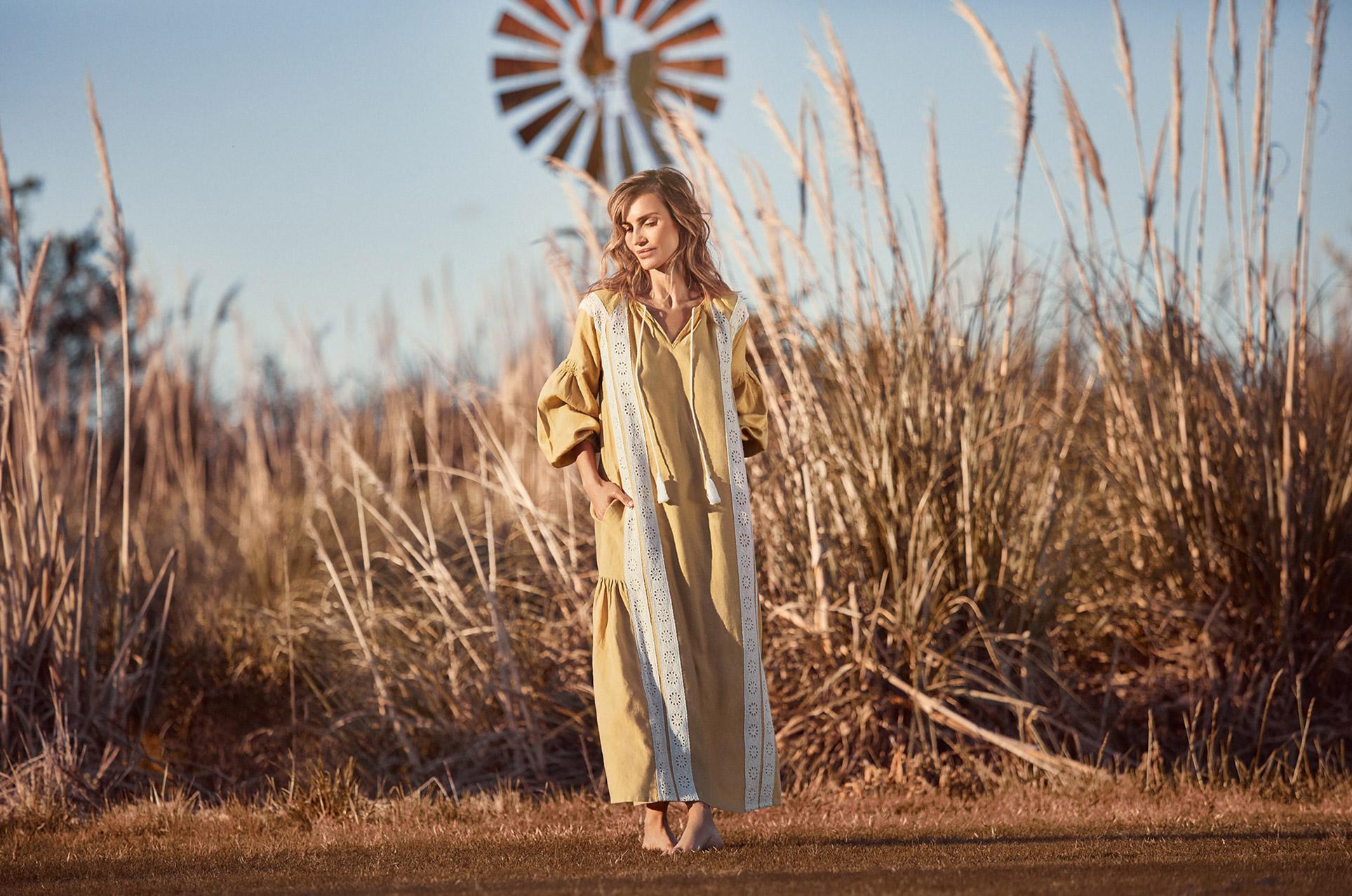ОДежда из натуральных тканей модного бренда Lanhtropy, весна-лето 2020 / Мария Васкес / фото 01