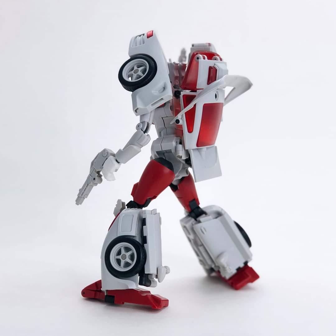 [FansHobby] Produit Tiers - MB-12 Athena (aka Minerva|Nightbeat/Veilleur) et MB-13 Ace Hitter (aka Goshooter|Siren/Sirène) [TF Masterforce] 6nhKWcJN_o