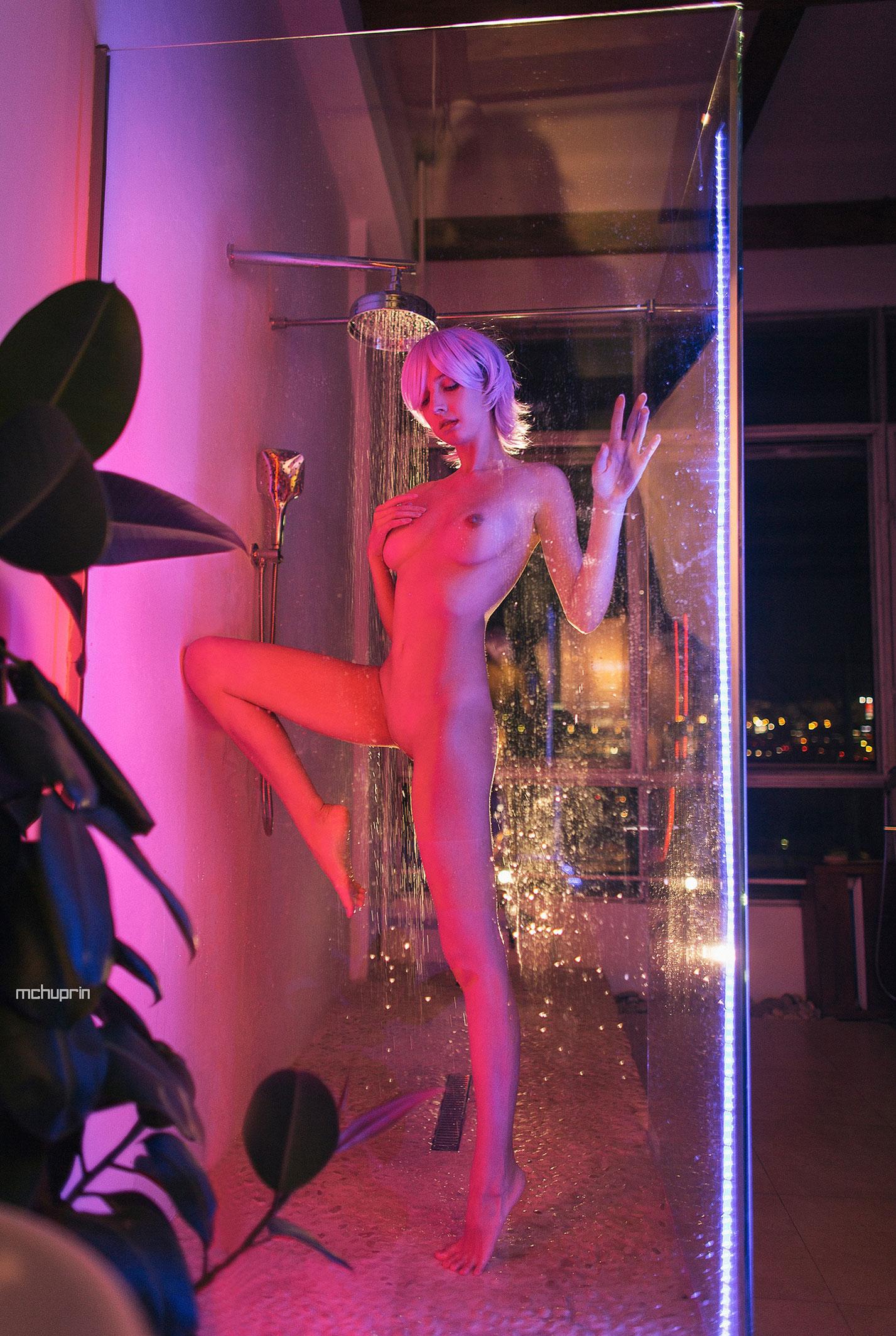 Катерина Райх принимает душ в пурпурных тонах / фото 06