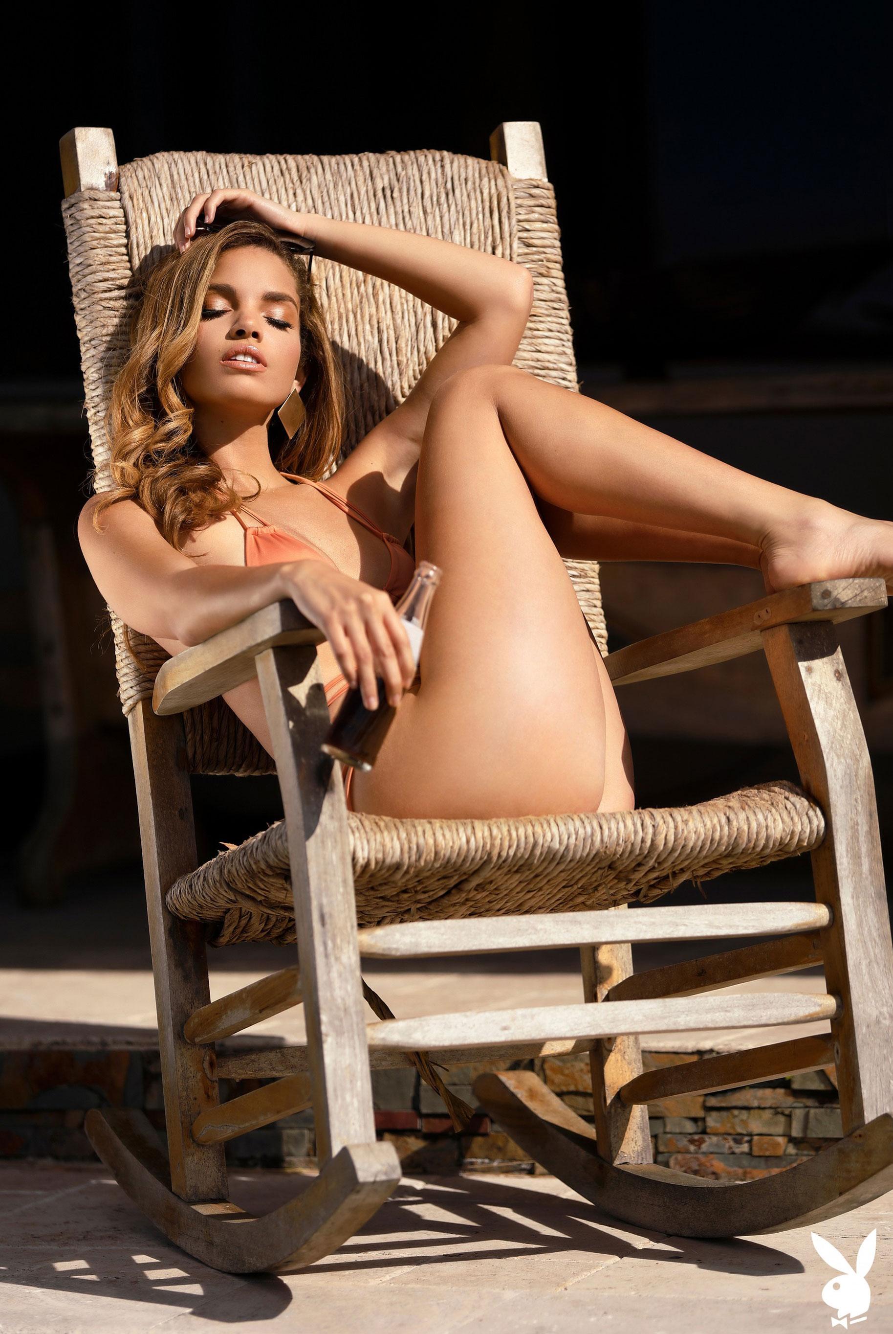 Мисс Июнь 2019 американского Playboy Йоли Лара / фото 34