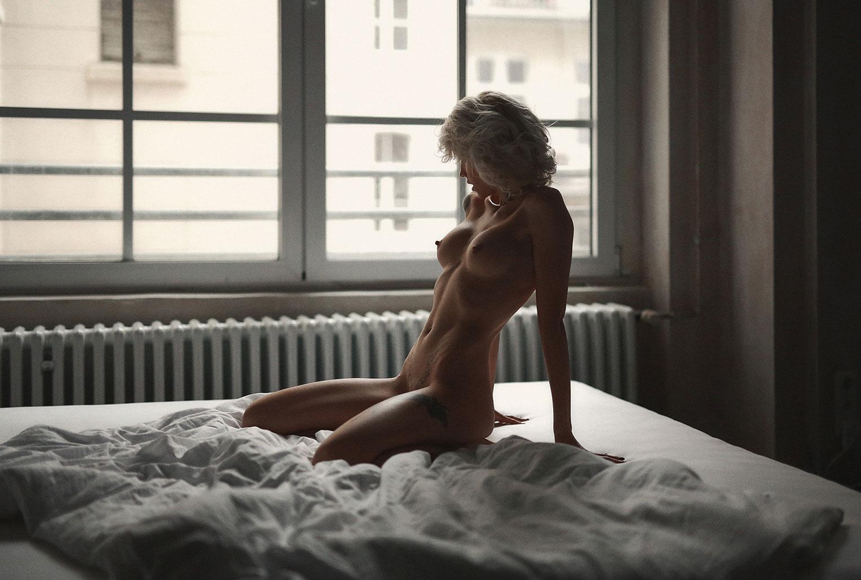 Svenja Kuettnerova nude by Alex Heitz / Volo Magazine 55 - november 2017