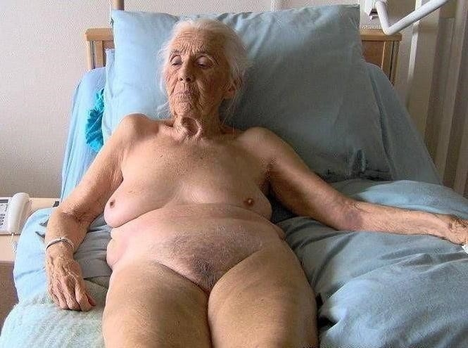 Pics naked grannies-7368