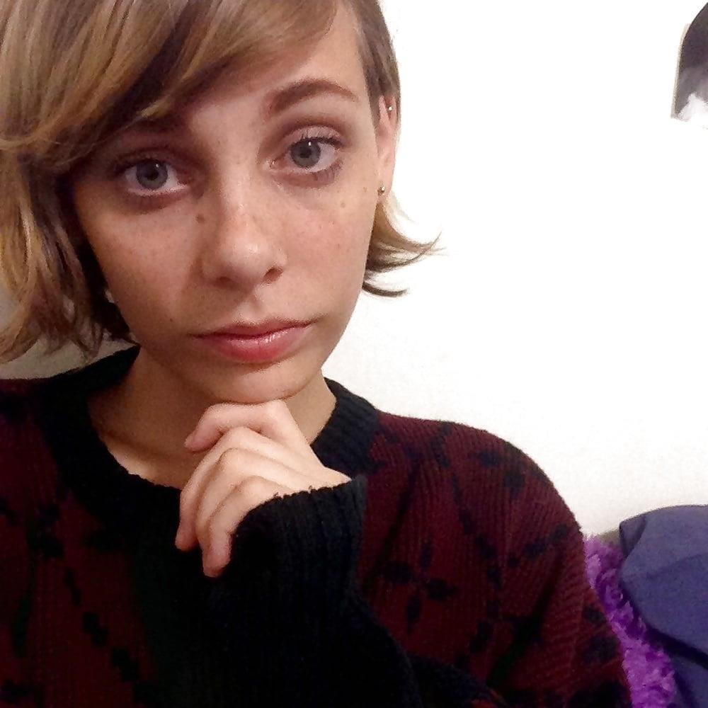 Nerdy teen nude selfies-7686