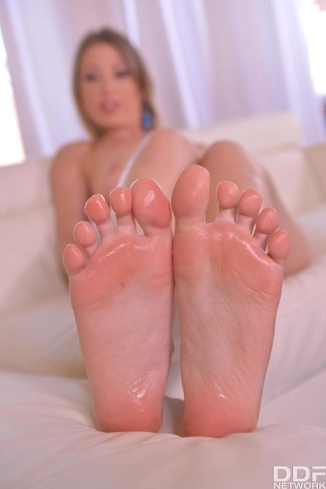 Beautiful feet babes-4232