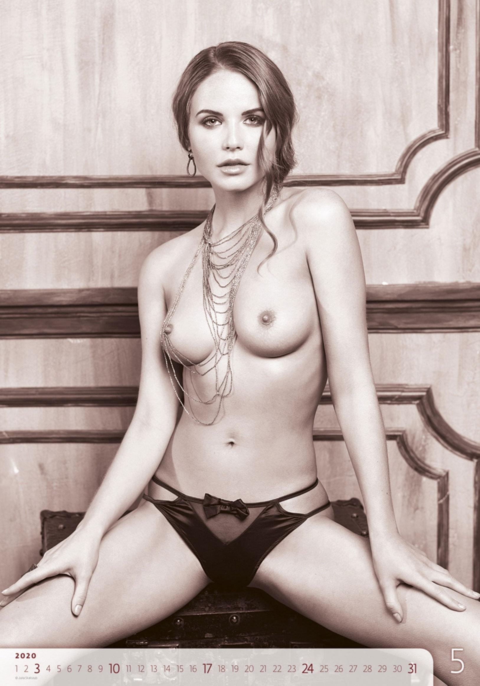 Сексуальные голые девушки в календаре на 2020 год, фотограф Юлия Скалозуб / май