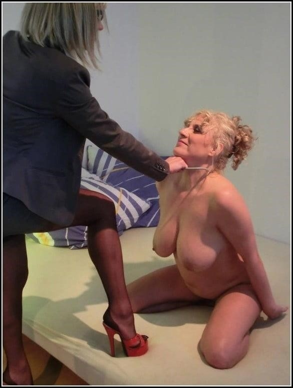 Woman foot slave-5775