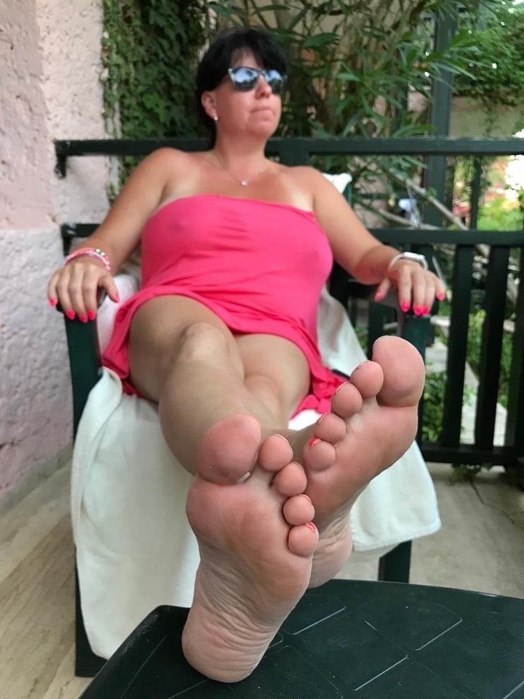 Mom foot fetish-8577