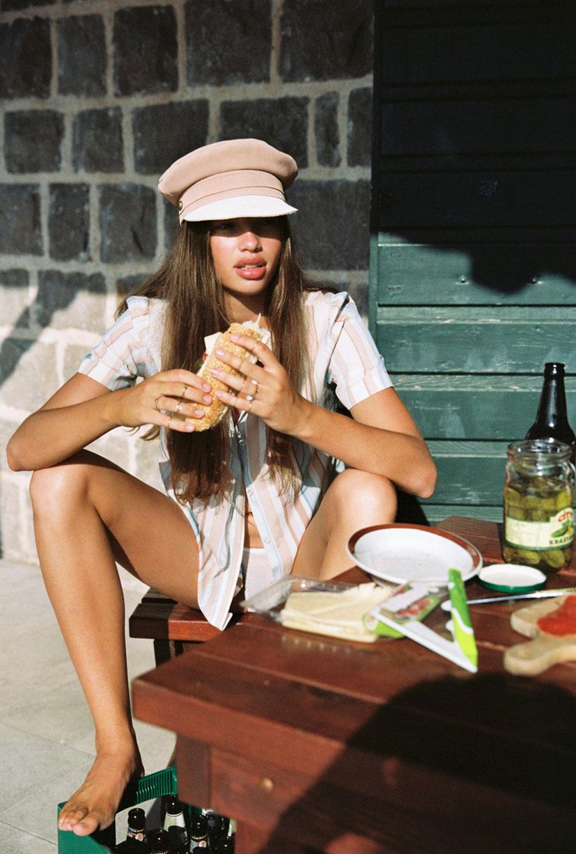 Кассандра в модных шляпках бренда Lack of Color / фото 15