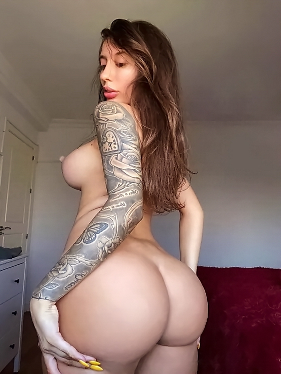 Big Booty White Girl With Tattoos Pics