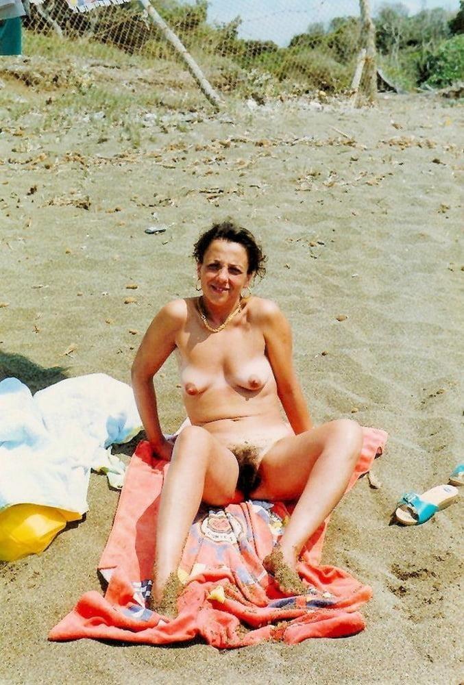 Public beach swinger-8449