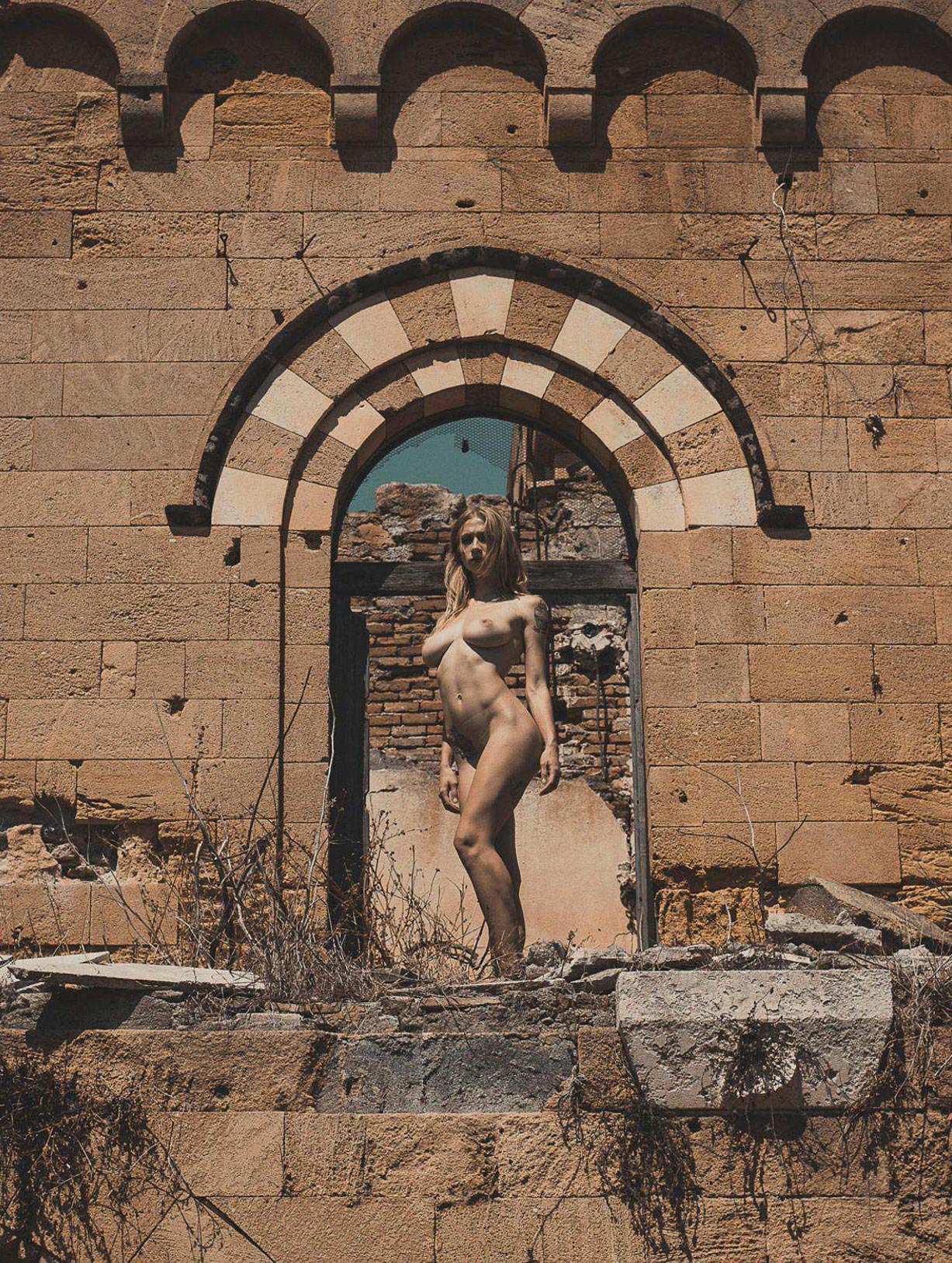 Earthquake / Natasha Legeyda nude by Fabio Paterno / Volo april 2018