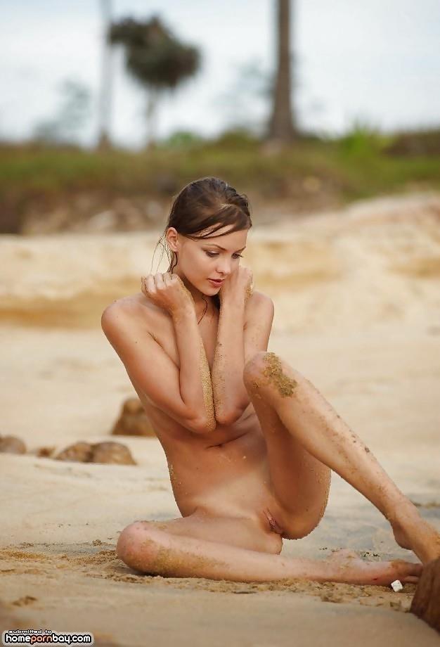 Outdoor nude babe-3519
