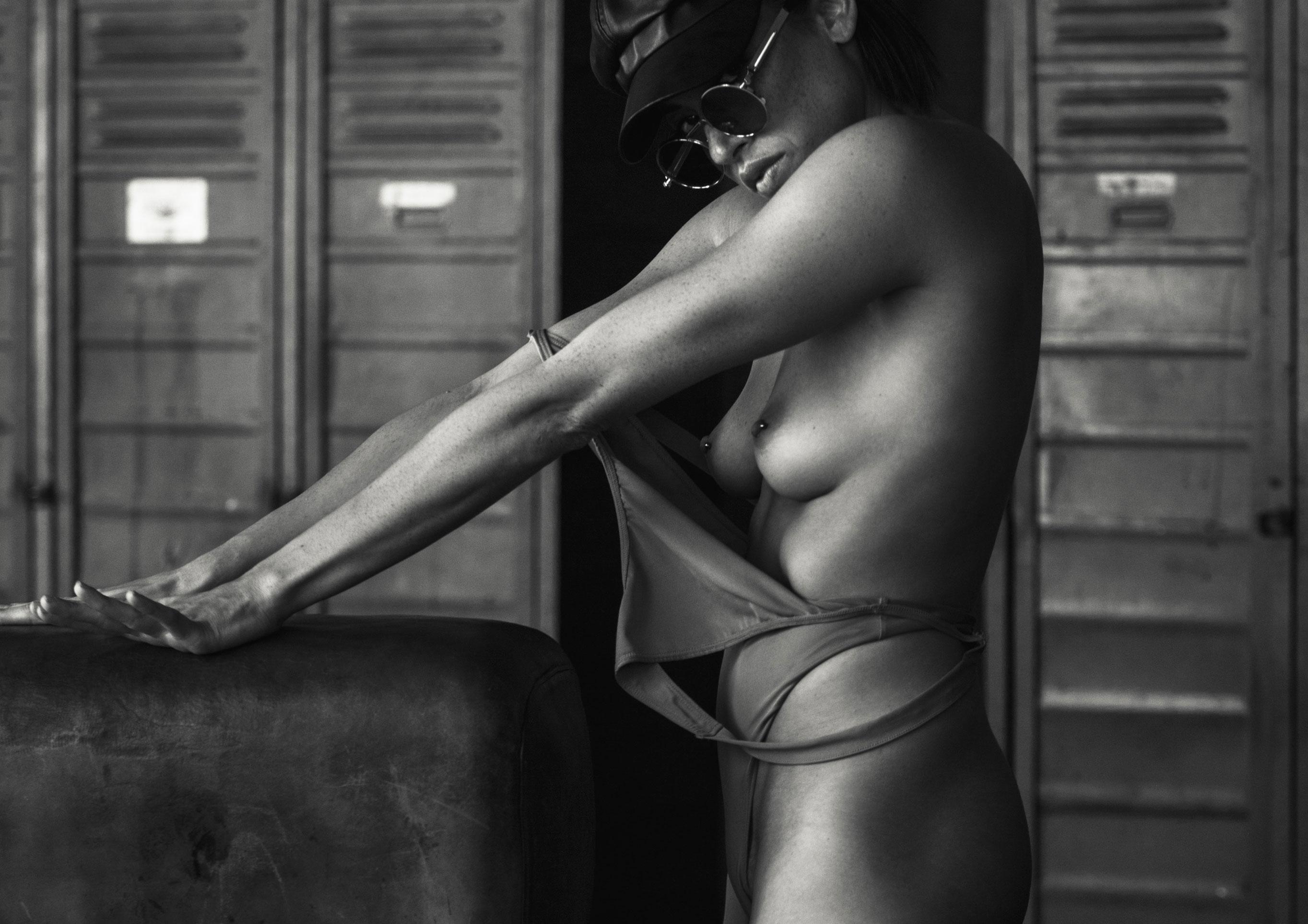 голая Клара в спортзале / фото 16