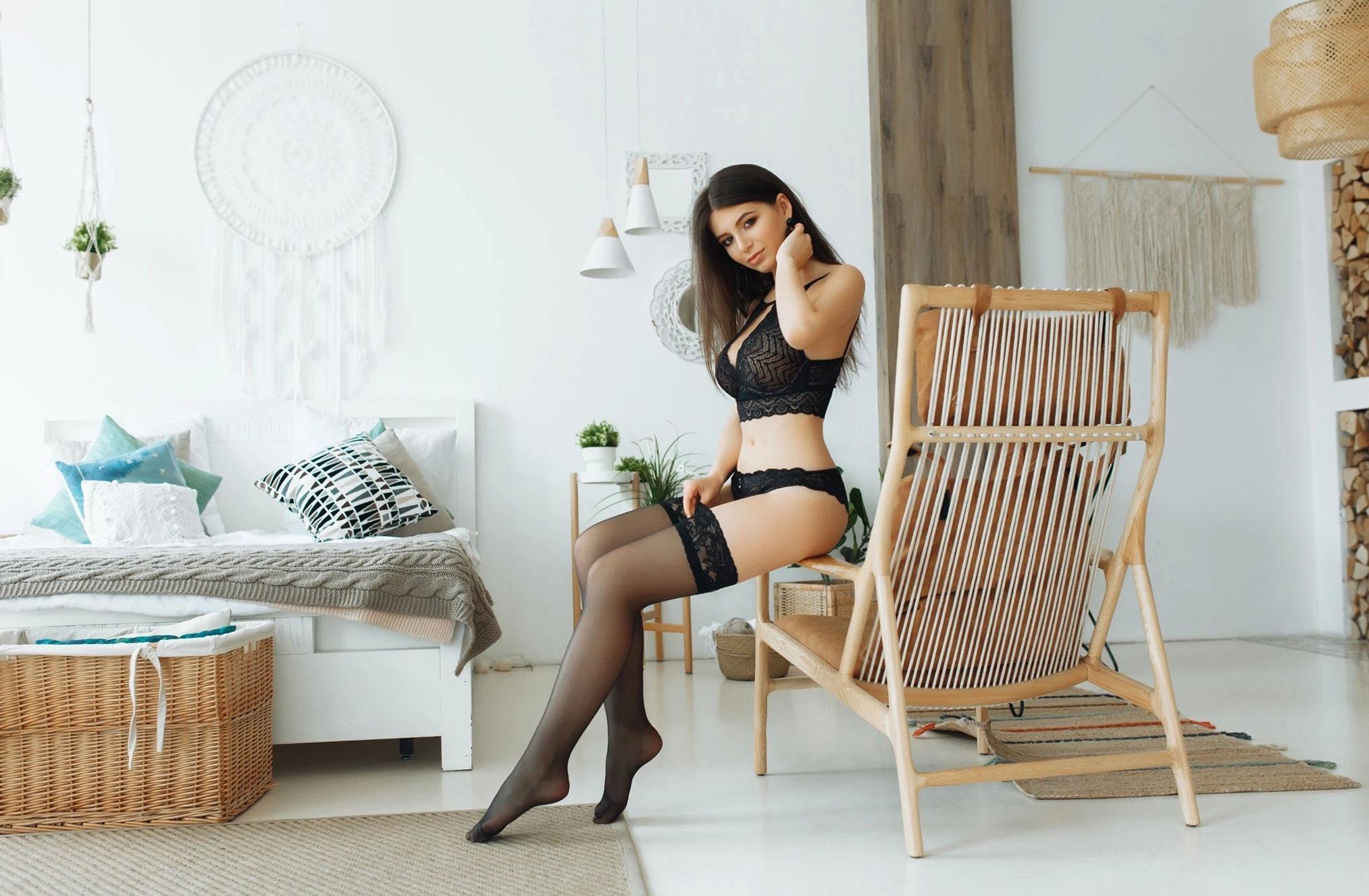 Наталья Андрейчук в черном нижнем белье / фото 01