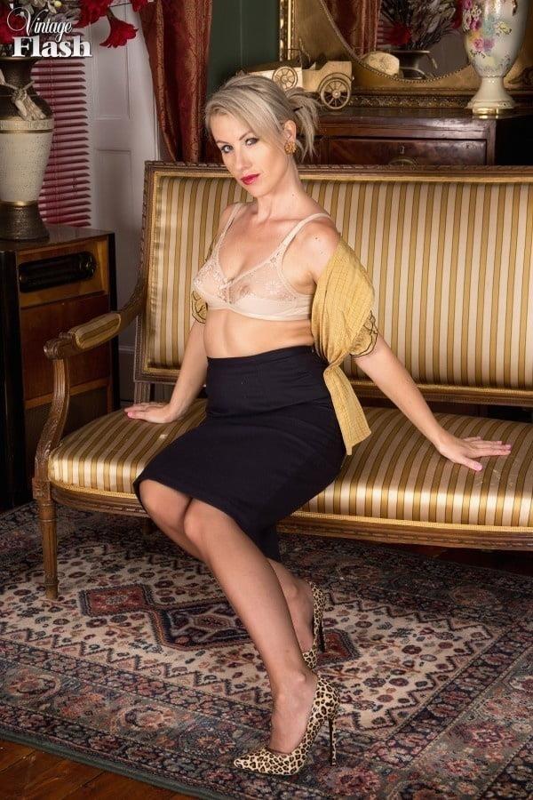 Genuine leather pencil skirt-6682