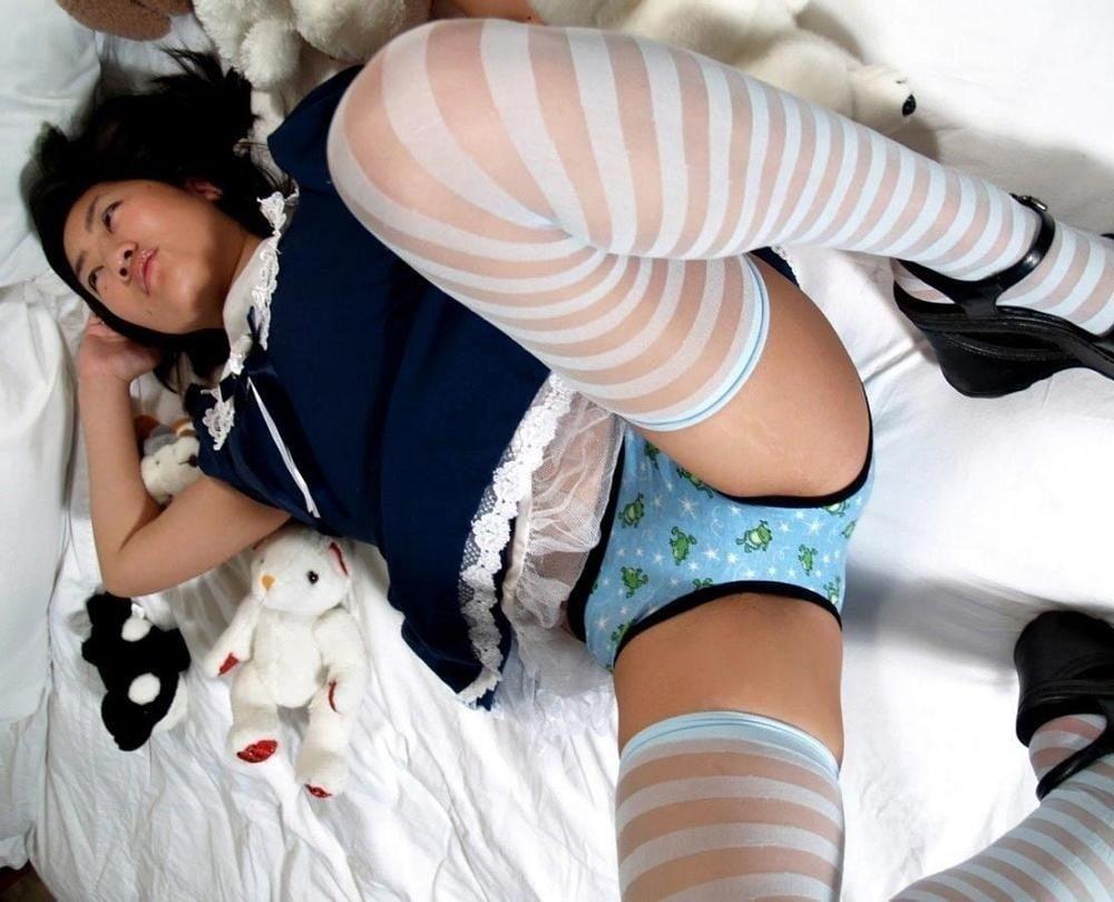 Asian schoolgirl footjob-9770