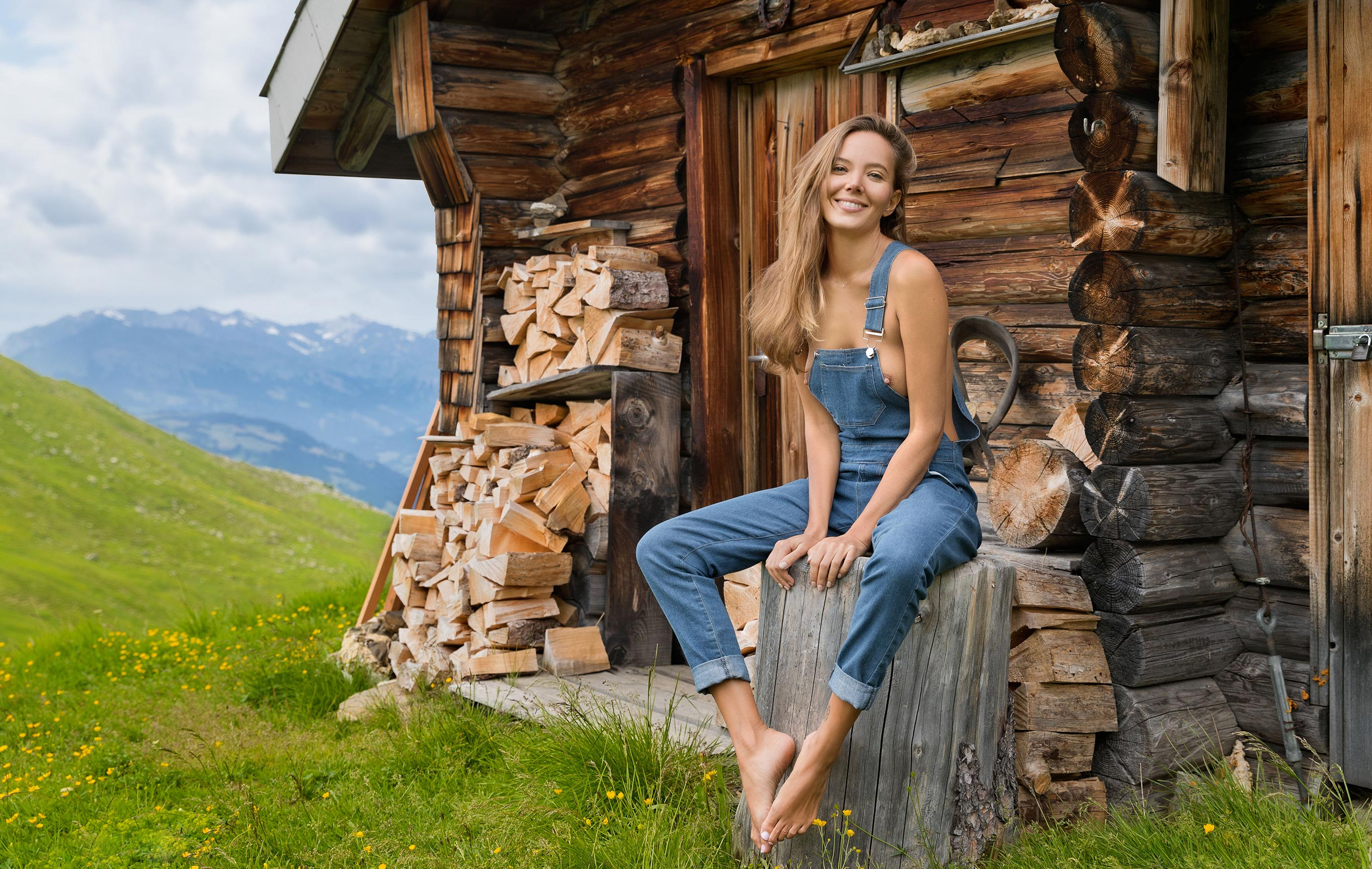 Сексуальная Катя - голая и одинокая в избушке на склоне Альпийских гор / фото 01