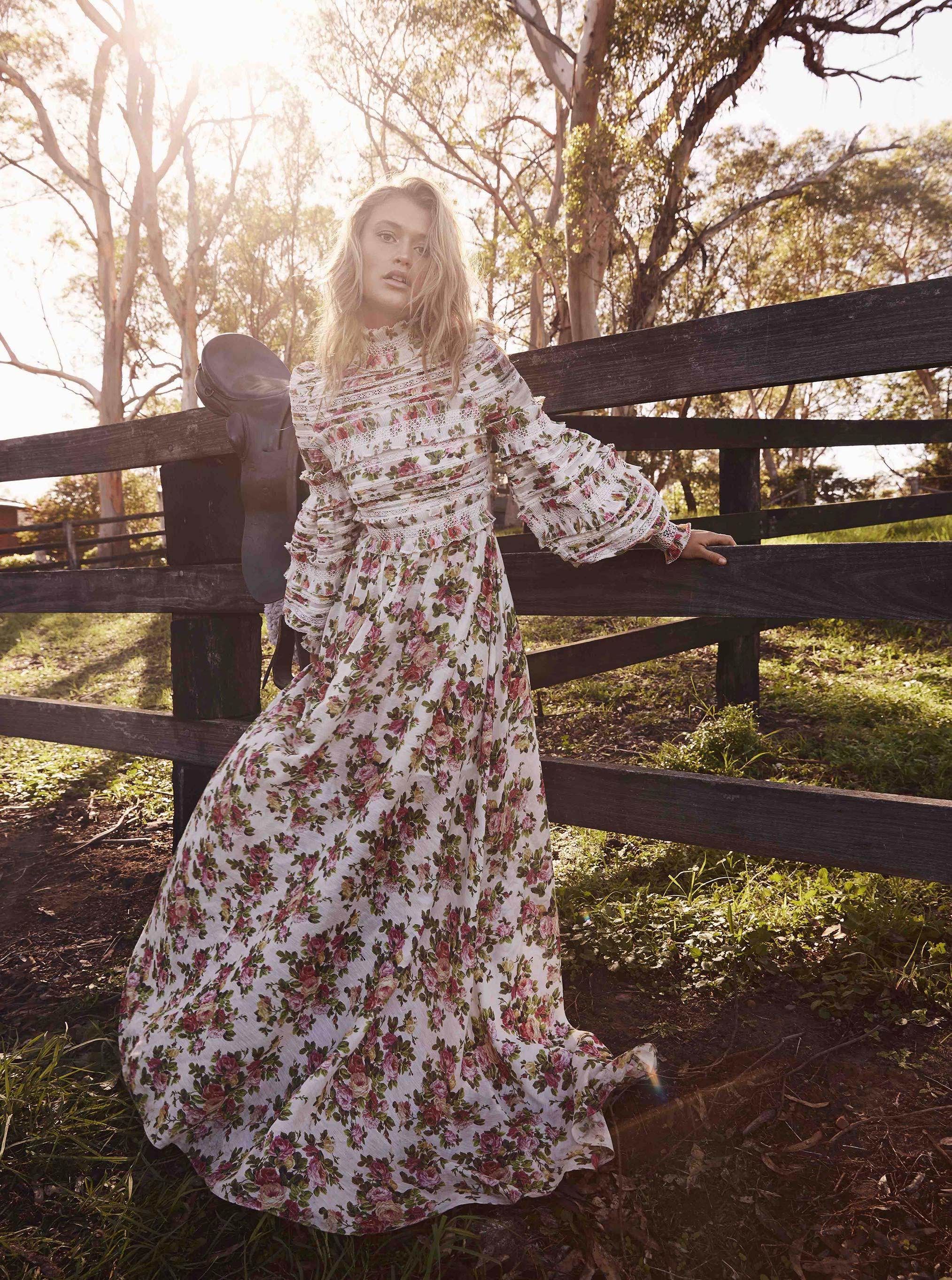 Golden Light / Chloe Lecareux by Ryan Conduit / Grazia Australia april 2018