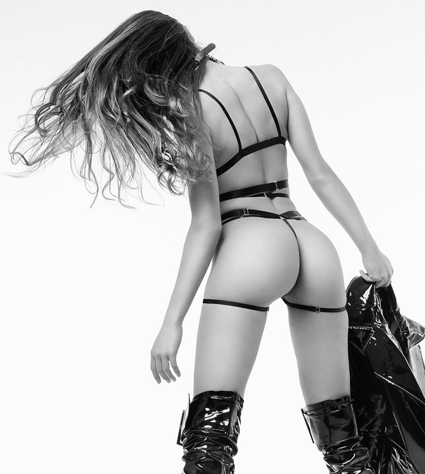 Стильная Кьяра в сексуальных кожаных нарядах / фото 08