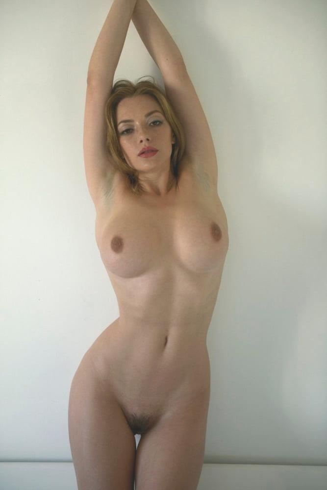 Nude girls with pretty feet-9172