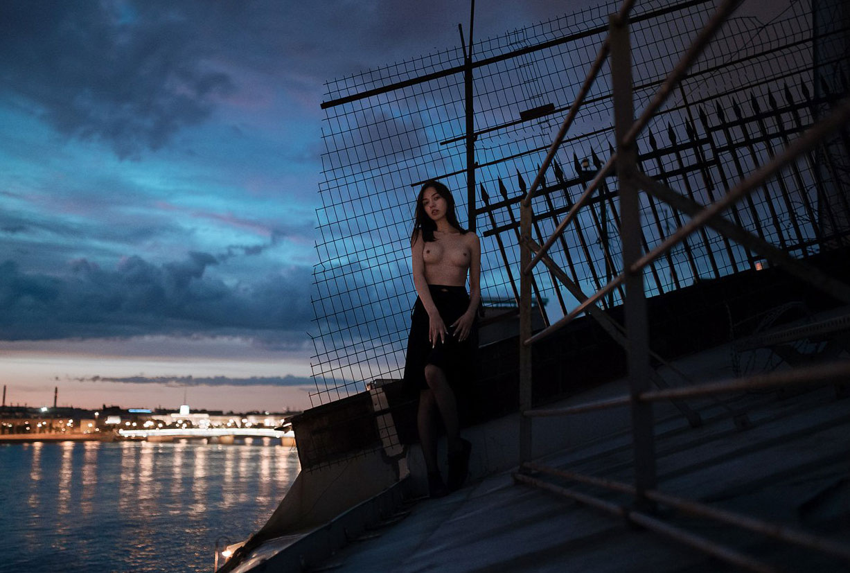 Обнаженная Лина Ройтер на крыше города-героя / Lina Roiter nude by Alexander Yanin