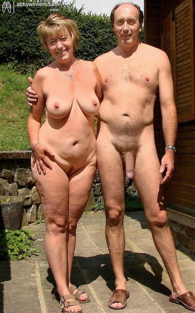 Mature couples copulating-9473