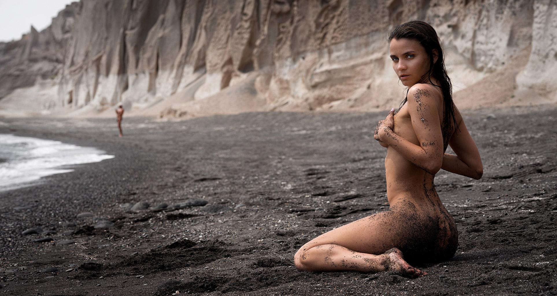 Сексуальная пляжница Кристина Макарова строит замки из песка, фотограф Владимир Николаев / Kristina Makarova by Vladimir Nikolaev