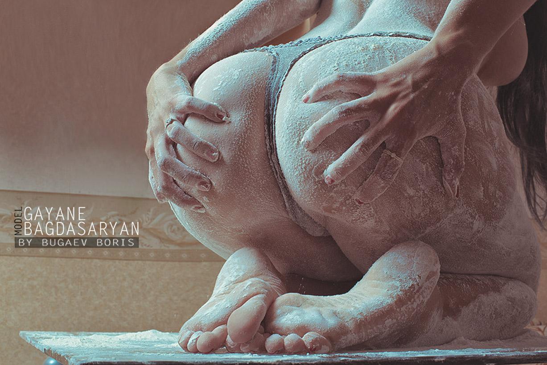 Посыпанная мукой голая Гаянэ Багдасарян / Gayana Bagdasaryan by Boris Bugaev