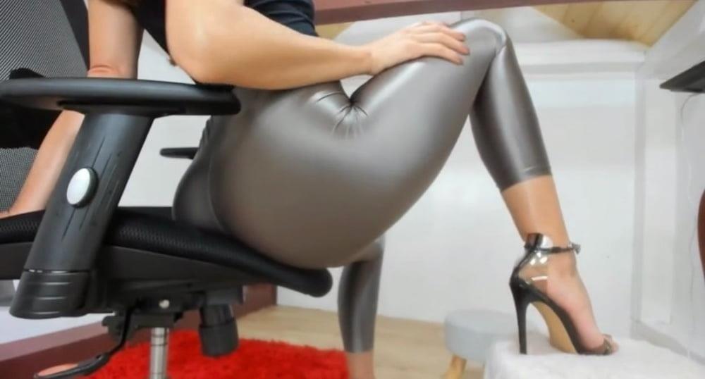 Public big booty-8989
