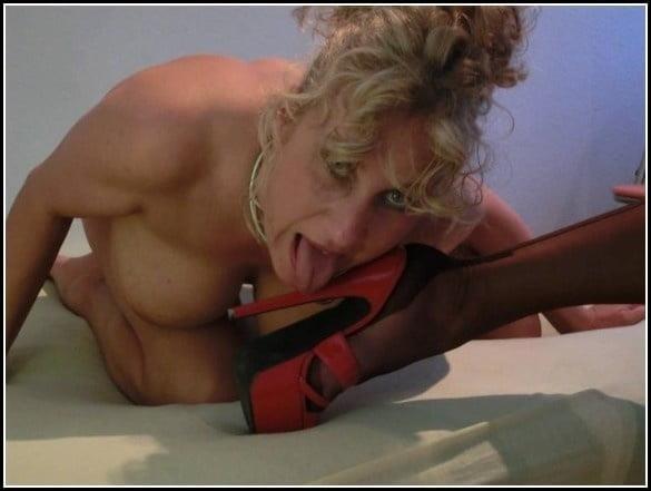 Woman foot slave-5726