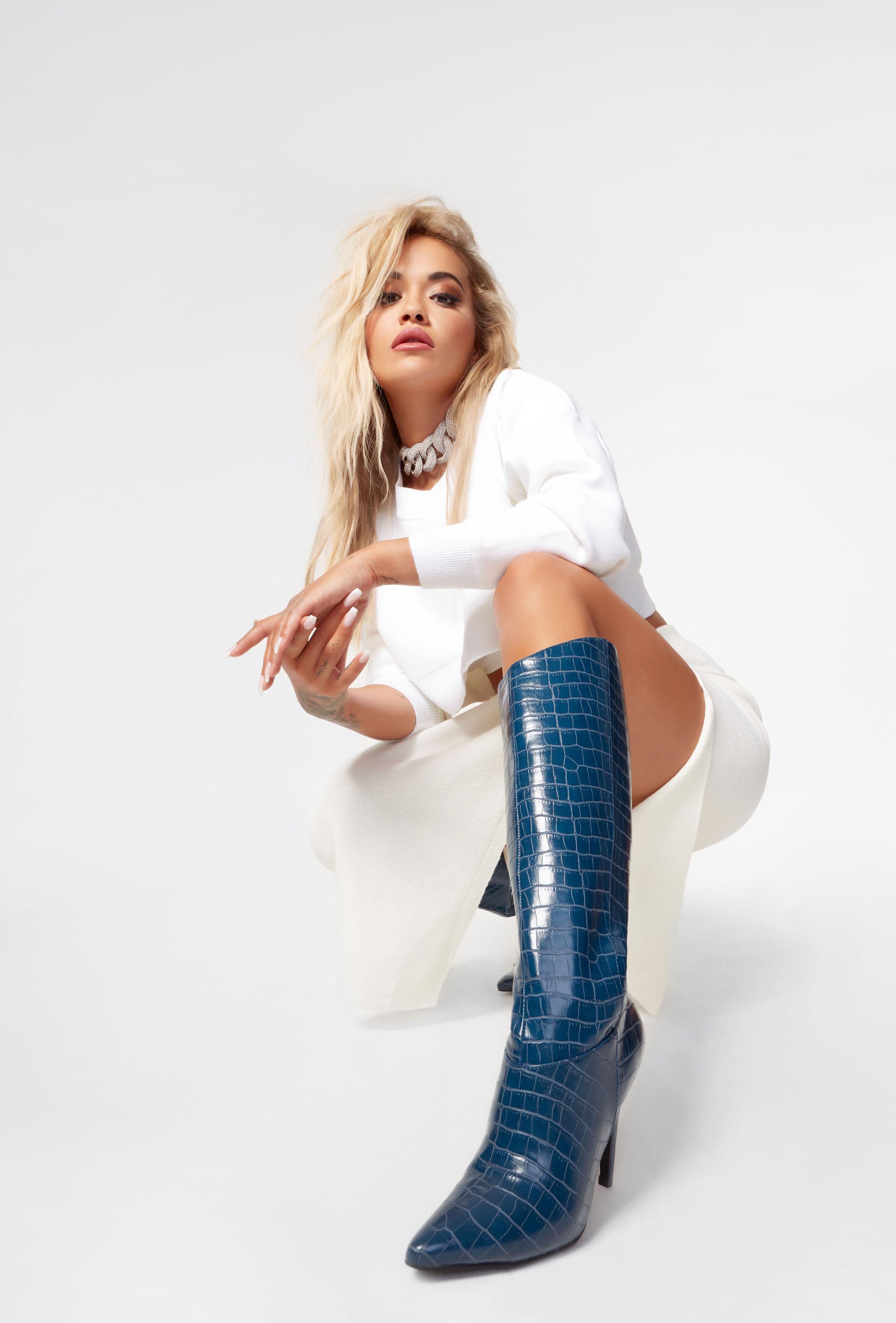 Рита Ора в обуви модного бренда ShoeDazzle, сезон 2020 / фото 25