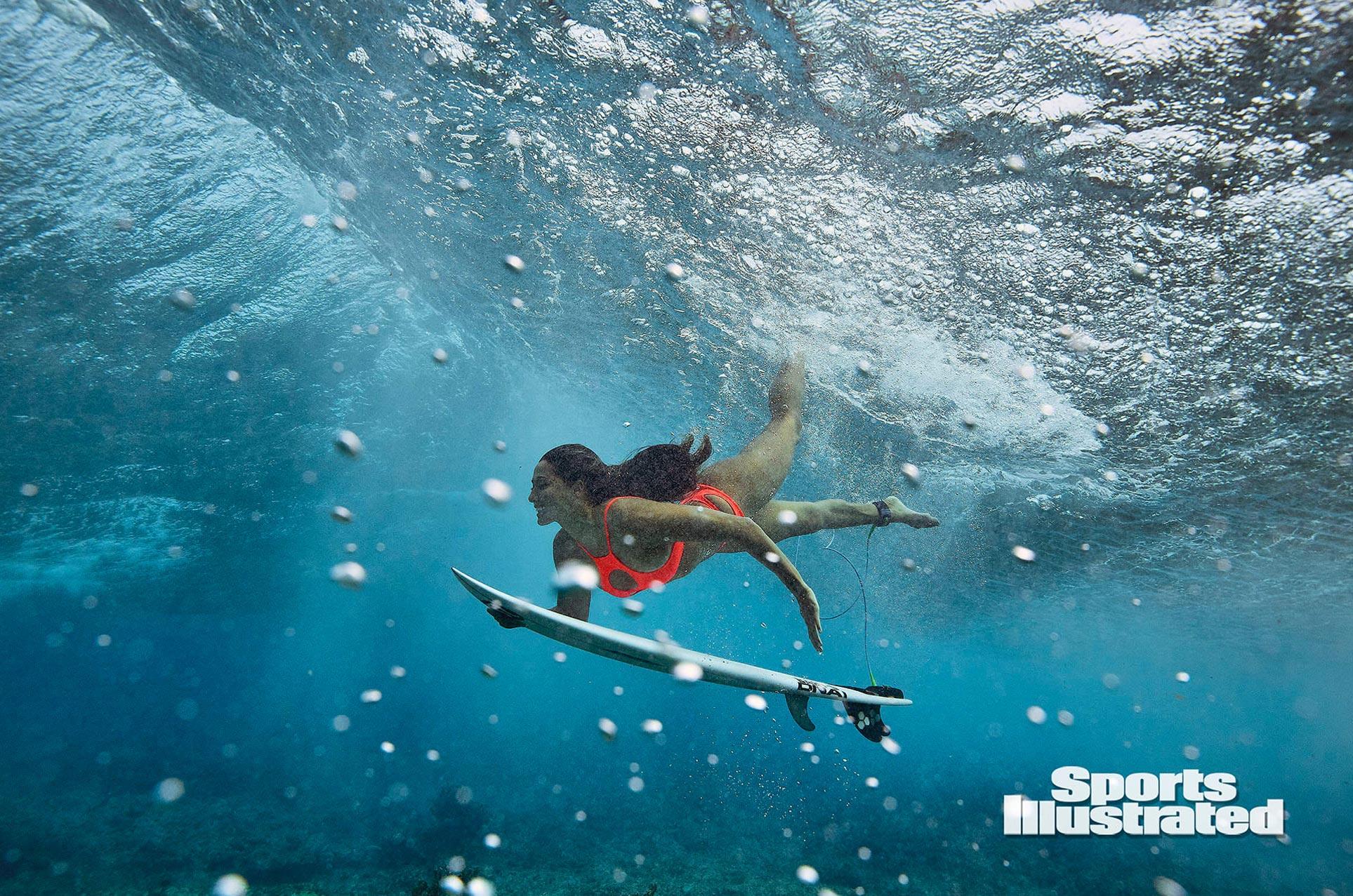 Малия Мануэль в каталоге купальников Sports Illustrated Swimsuit 2020 / фото 06