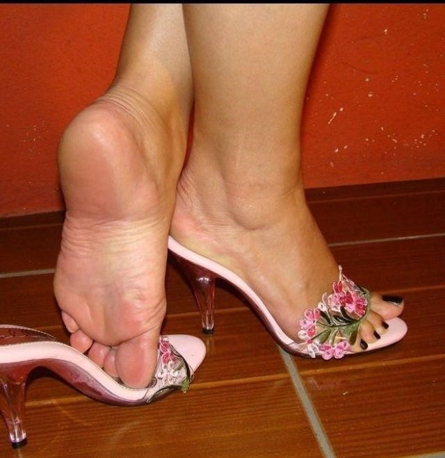 Sexy women feet porn-9416