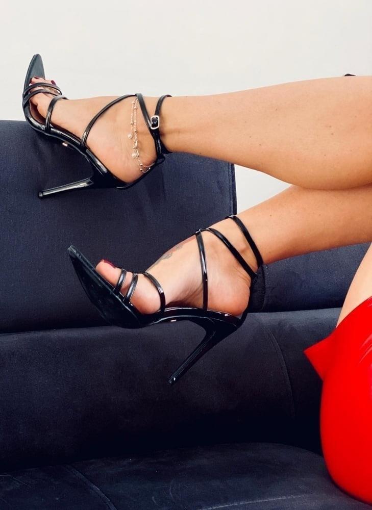 Hot feet domination-1002
