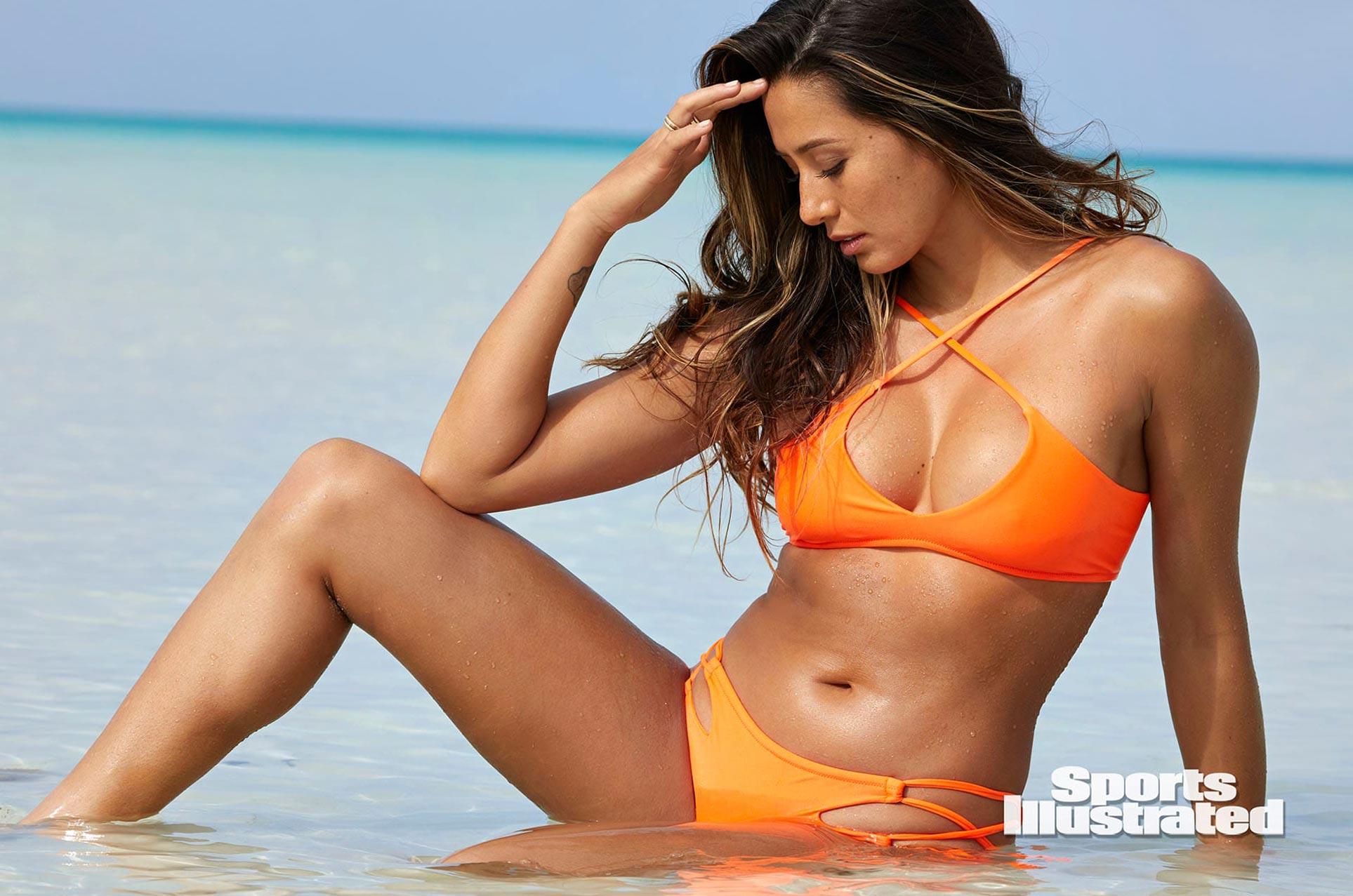 Малия Мануэль в каталоге купальников Sports Illustrated Swimsuit 2020 / фото 18